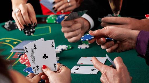 Играть в Покер